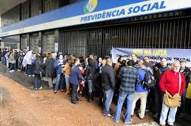 Burgueses brasileiros na fila do INSS. O ESTADO se dá o direito de fazer o que quer com o dinheiro do trabalhador. Por que? Alguém pode-me responder a esta pergunta?