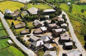 A aldeia de Bryan era como esta, mas tinha uma centena de casas a mais.