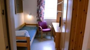 Eis uma cela de prisioneiro norueguês. Já pensou uma cela assim para um desgraçado que só conhece a pocilga onde nasceu, no morro?