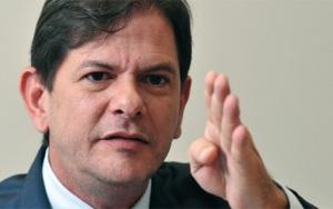 """""""Dilma, Cuba fica naquela direção. Corre pra lá antes que o povo resolva escalpelar-te!"""""""