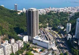 Edifício Rio-Sul, RJ. Na entrada do Túnel Coelho Cintra, que liga Botafogo a Copacabana.