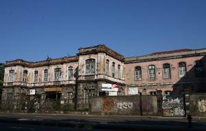 Este é o Hospital Escola da Universidade Federal do Rio de Janeiro. E os políticos, por onde andam?