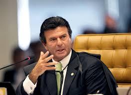 """Luiz Fux já diz, num aceno de esperança para os petralhas: """"Quem acusa é que deve apresentar provas"""". Mas não é para isto que a PF trabalha duro?"""