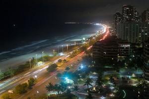 A Barra da Tijuca à noite.