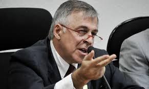 Paulo Roberto Costa abriu a boca e os polititicas estão saltando por causa disto.