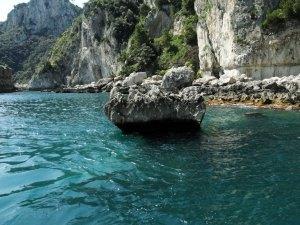 A ilha de Pargos com suas escarpas e seu mar revolto e misterioso.