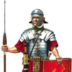 Um legionário romano armado com seu pilum.
