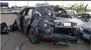 Acidente de automóvel. O auto em que morreu o cantor Cristiano Araújo. Um imprevisto que ninguém ali dentro previu.