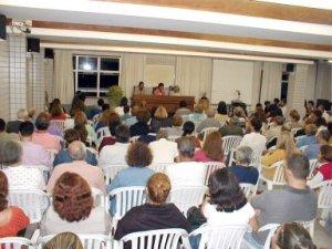 Reunião no Centro Espírita Maria Angélica.