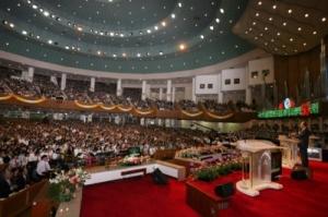 Igreja Evangélica esbanja luxo e riqueza. Tudo o que Ele condenava.