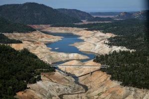 A seca, na Califórnia, não deixa nada a dever àquela que se abate sobre nós.