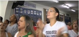 Mulheres de Jacarezinho miando obrigam os desaforados vereadores da cidade a reduzir seus salários.