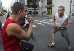 Nós contra eles sem dó nem piedade. Camisas-vermelhas não são brasileiros. São traidores do Brasil.
