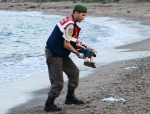 Desumanidade de ambos os lados: Europa e Estado Islâmico, os aloprados do diabo.