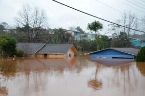 Brasil - RS - cidade afogada por semanas de chuvas torrenciais.