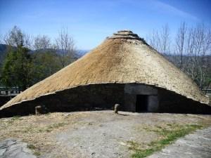 A casa de Haimirich era muito similar àquela dos celtas. Na verdade, elas se pareciam muito. A aldeia é que se diferenciava na organização.