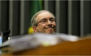 """""""Eu agüento! Eu vou-me levantar! Eu posso com todo o Brasil contra mim! Eu sou o Eduardo Cunha, o Pescoçudo!"""""""
