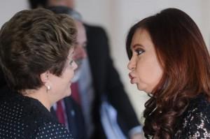 """""""Ô, Cristina, segura as pontas. Eu sou a Dilma, macha pra cachorro. E se tu me tasca essa boca feia, dou-te um bofete brasileiro que tu vais ficar andando torta pelo resto do ano!"""""""