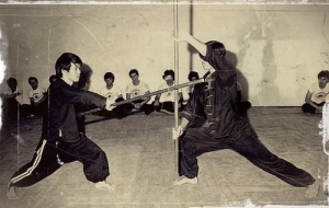 O combate com bastão de wushu.