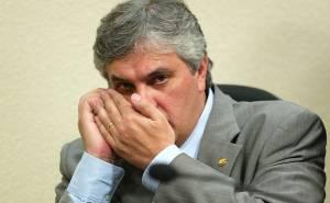 """Lula, tá sentindo aí, cumpãeiro? Tô jogando lenha na fogueira!"""