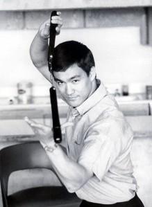 Bruce foi o maior expoente em Arte Marcial até hoje. Mas perguntou eu: para quê tanta dedicação à arte de bater e matar?
