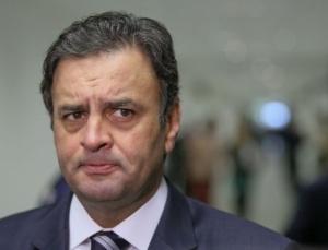 "Polititicão, ele continua firme na Mídia, rindo e esbanjando ""simpatia"". Isto é Brasil."