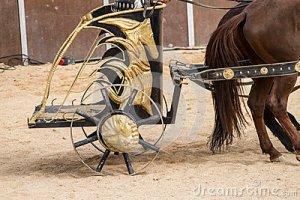 Uma biga romana. Era puxada por dois cavalos e em combate levava dois soldados.