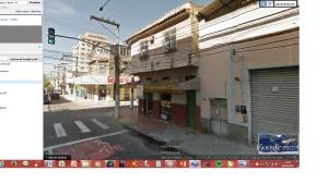 Apartamento de meu tio, na Marquês de Caxias. Ficava no 2º andar deste prédio Pela rua passava bonde e o barulho era terrível.