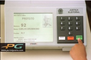 A urna eletrônica usada nos pleitos do Brasil (foto de www.portalguaira.com)