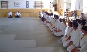 """Fui praticante de aiki-dô e de Aiki-jujutsu e ainda tenho em meu íntimo a beleza da disciplina que se exige dentro dos dojôs de prática de tais artes. Mas encontrei grande diferença entre o dojô dirigido por um verdadeiro japonês e outro, dirigido por um brasileiro que se pensava """"ajaponesado""""."""
